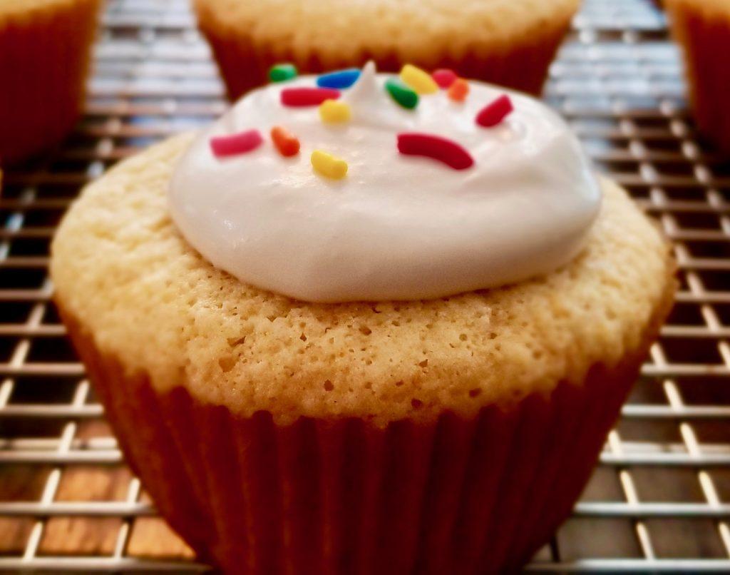 gluten-free-white-chocolate-cupcakes