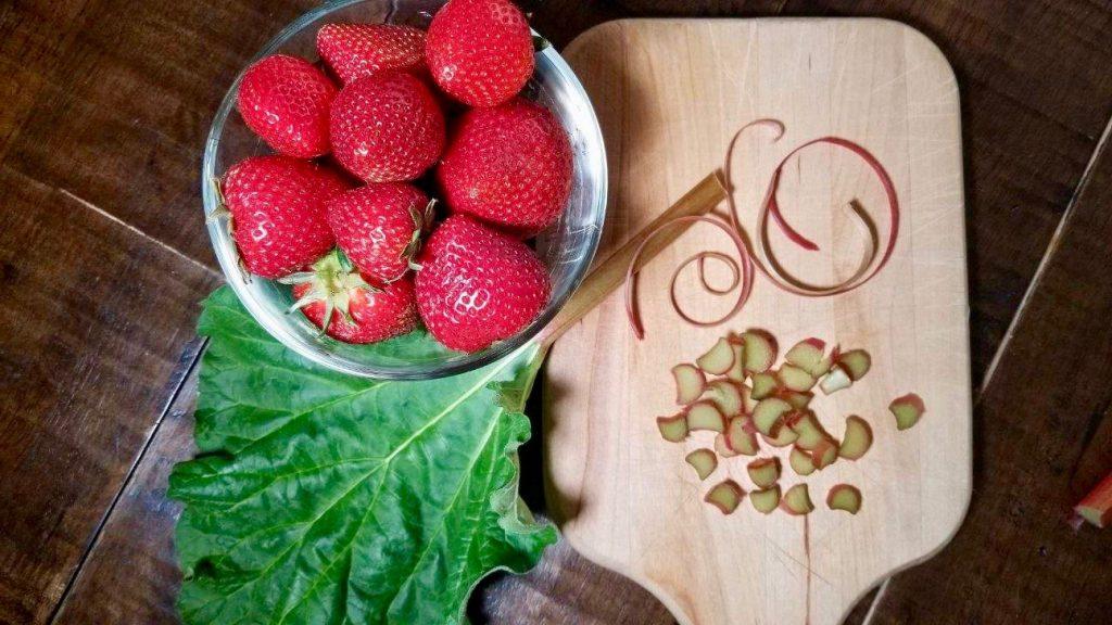 gluten-free-strawberry-rhubarb-muffins