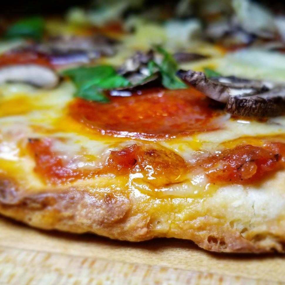 gluten-free-thick-crust-pizza