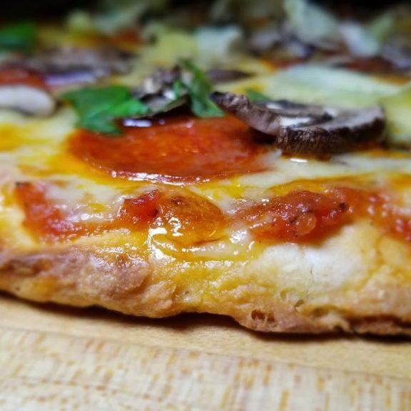 gluten-free-thin-crust-pizza
