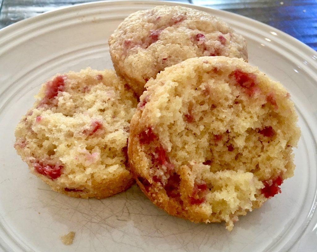 gluten-free-fresh-raspberry-muffins